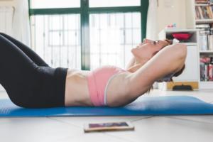腹筋運動がができない女性でもお腹は鍛えられる!腹筋に効くトレーニング6選